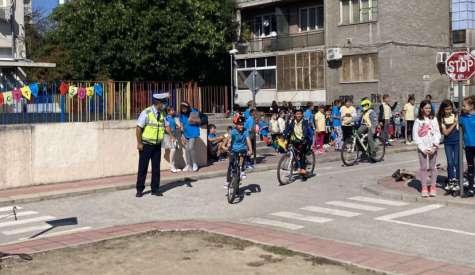 Открит урок по безопасност на пътя, инсп. Гергинов даде оценка 6- на децата